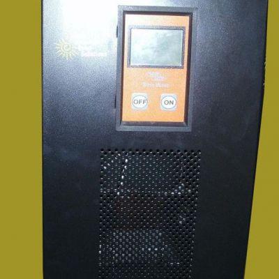 太阳能逆变器一体机风能逆变器2000W壁挂式双屏显示