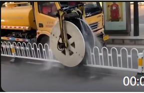 00:09 新发明的栏杆清洁车,这下环卫工可以轻松了!